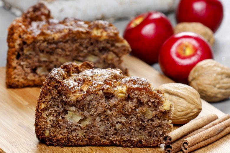 Яблочный пирог с корицей и орехами, который можно даже худеющим