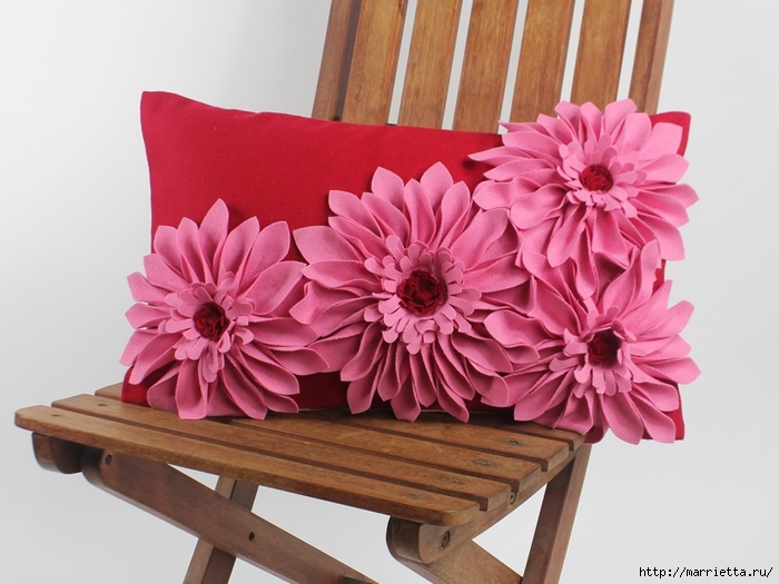 Красивые подушки с цветами из фетра