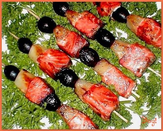 Шашлык из семги с фруктами