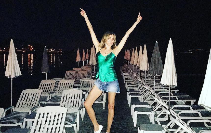 Светлана Бондарчук устроила танцы в бикини на балийском пляже