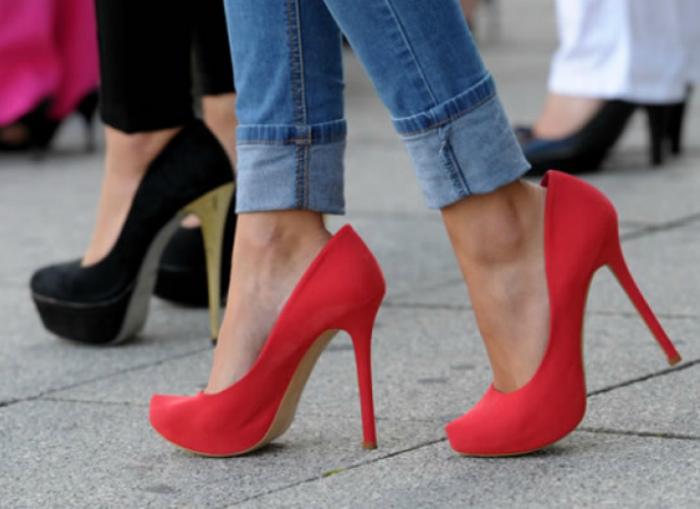 Если туфли велики.