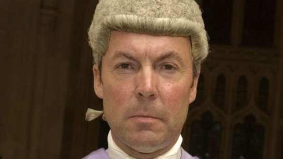 Английский судья предложил оплатить штраф зашкольницу, ранившую насильника
