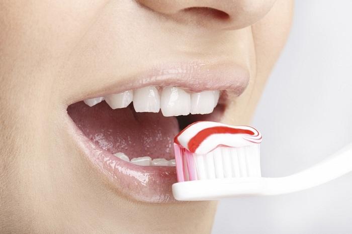 Зубная паста — грандиознейшая афера XX века. Оказывается, тебя обманывают десятилетиями!
