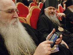 РПЦ одобрила создание православного тарифа с СМС-цитатами от патриарха