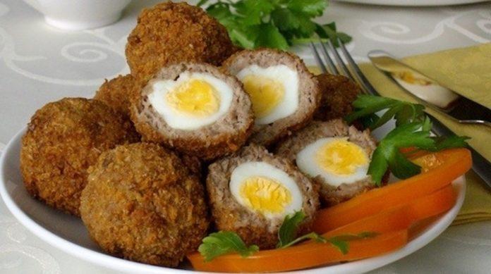Вкусный вариант для праздничного застолья — яйца в фарше по — шотландски