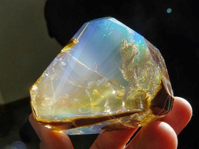 Фантастические миры в камне