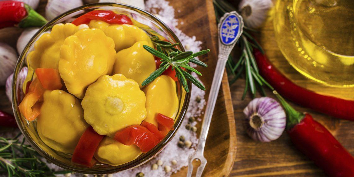 Маринованные патиссоны с болгарским и острым перцами