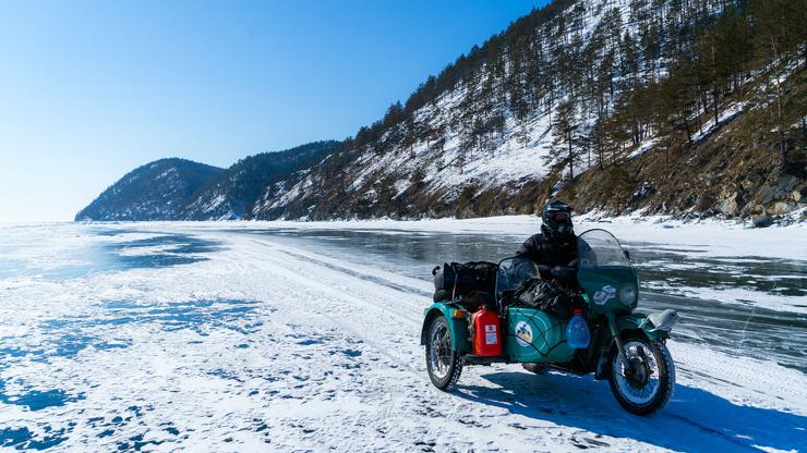 20 человек проехали по льду …