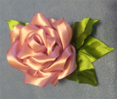 Роза из отрезков ленты