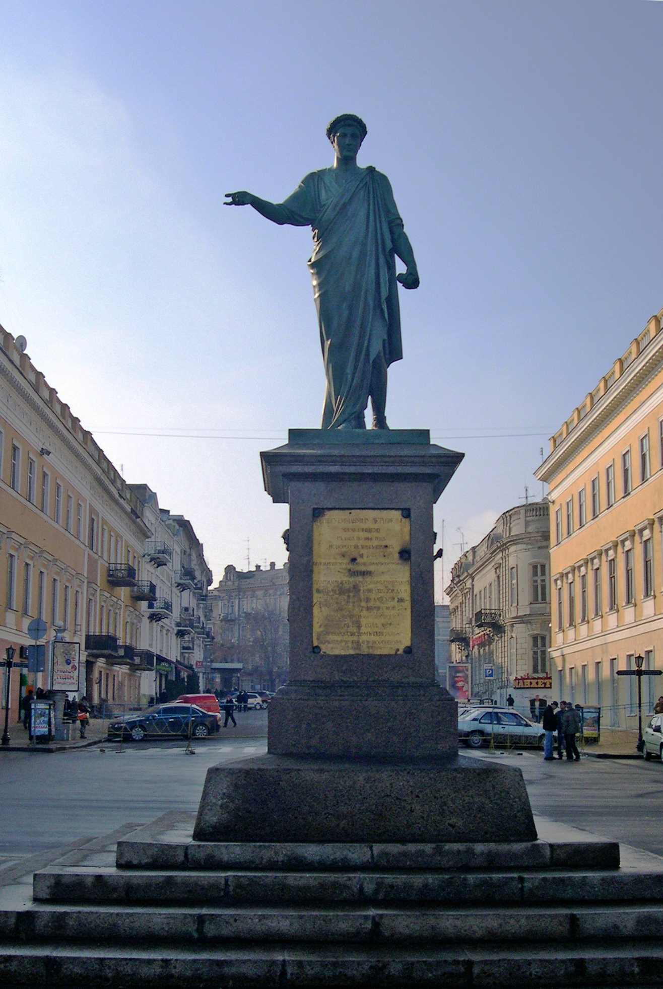 https://upload.wikimedia.org/wikipedia/commons/2/25/Ukraine%2C_Odessa%2C_Duke_statue.jpg