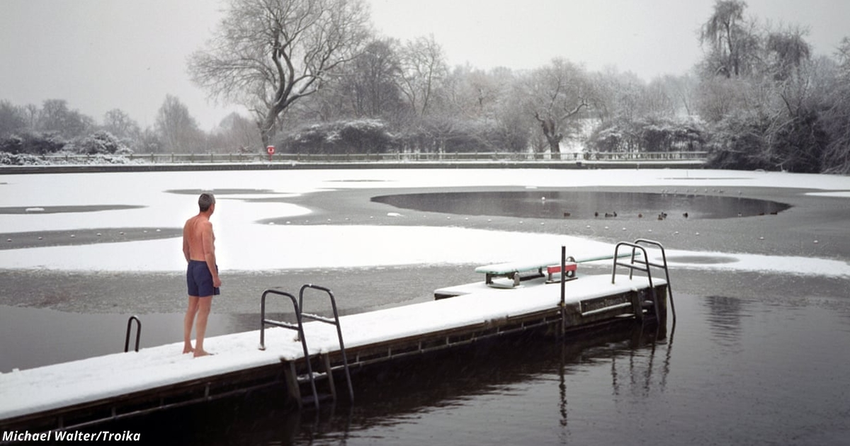 Уже тренд: Всё больше людей плавает в ледяной воде. Вот какая от этого польза