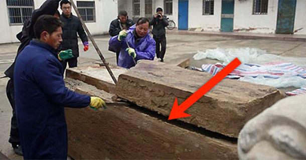 Дорожные работники нашли под землей коробку. Посмотрите, что же они увидели, когда открыли ее!
