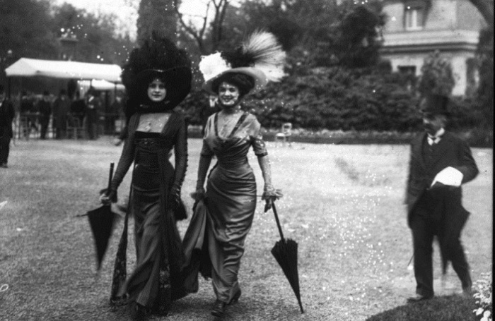 Jeanne Victorine Margaine-Lacroix - портниха, создавшая облегающие наряды.