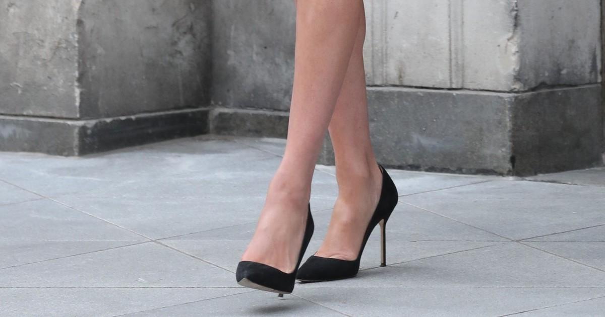Под каблуком: кто заставил женщин носить шпильки