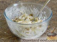 Фото приготовления рецепта: Салат с кальмарами и шампиньонами - шаг №14