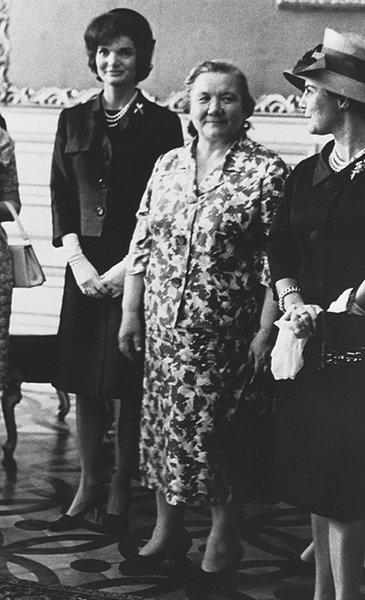 Нина Хрущева и Жаклин Кеннеди (слева)