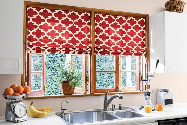 Дизайн коротких штор для кухни: 4 оригинальных решения