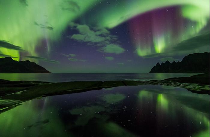 Световой пейзаж. Северное сияние над Скандинавией.