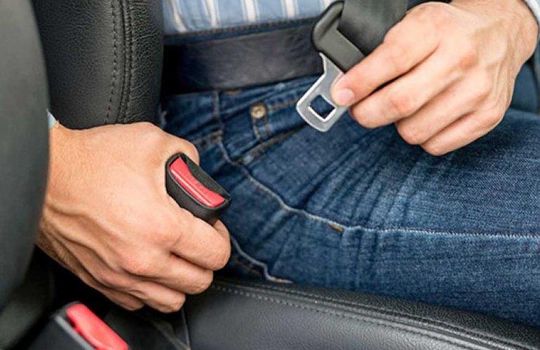 Автомобилисты могут ездить без ремня безопасности — Верховный суд