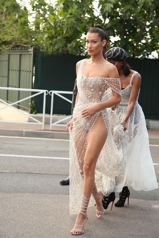 В просвечивающем платье видео