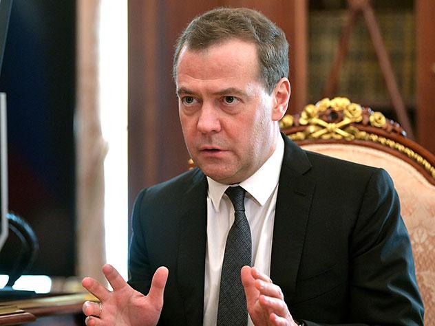 Коммунисты и эсеры отказались поддержать Медведева на посту премьера