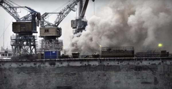 Что Россия привезла в Сирию? Разгрузка кораблей шла под дымовыми завесами