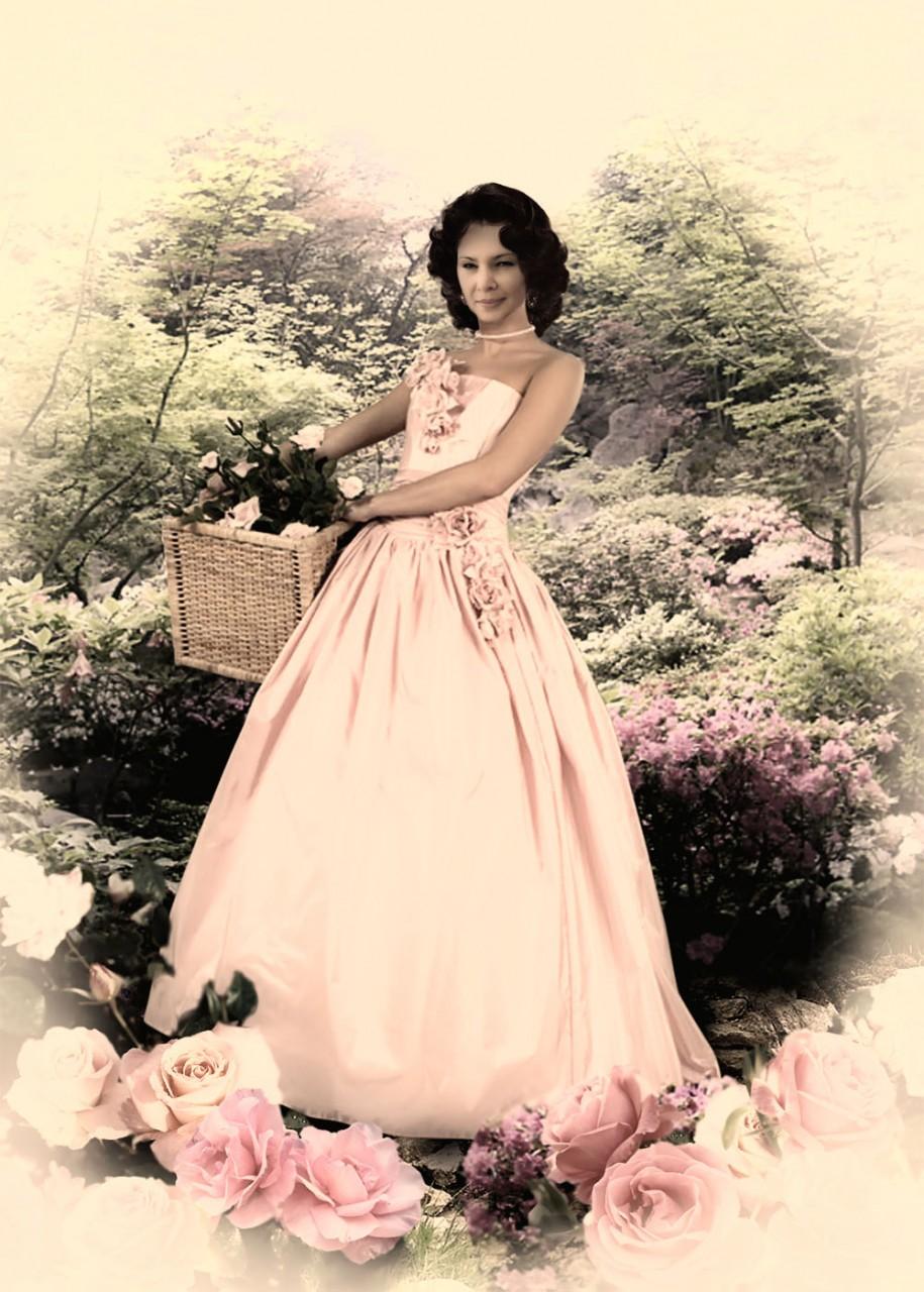 Поздравляем хозяйку сайта, очаровательную цветочницу Людмилу Кучеру С ДНЁМ РОЖДЕНИЯ!!!