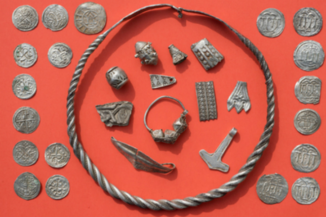 Сокровища короля викингов вскружили голову везучим кладоискателям