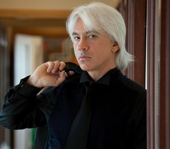 Родители Дмитрия Хворостовского продали подаренное им знаменитым сыном жилье в Москве, чтобы установить певцу памятник