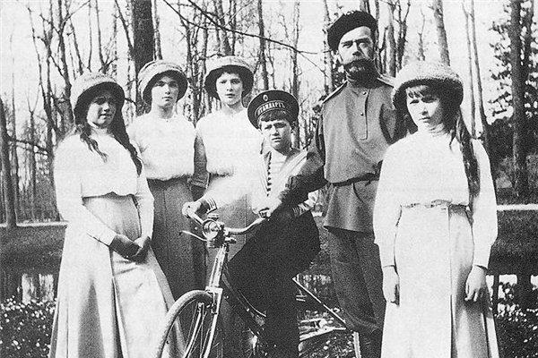 Кому досталась собственность Романовых за рубежом после революции