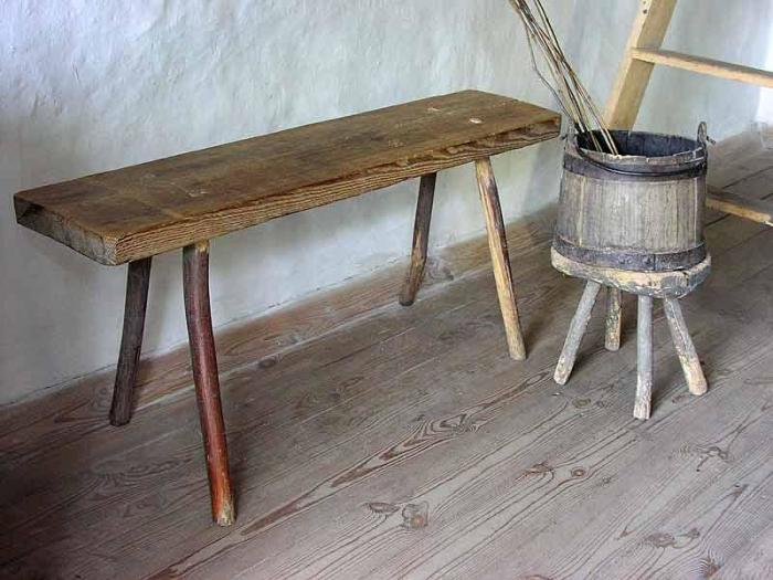 Скамейка для порки и бочонок с розгами./Фото: virtnn.ru
