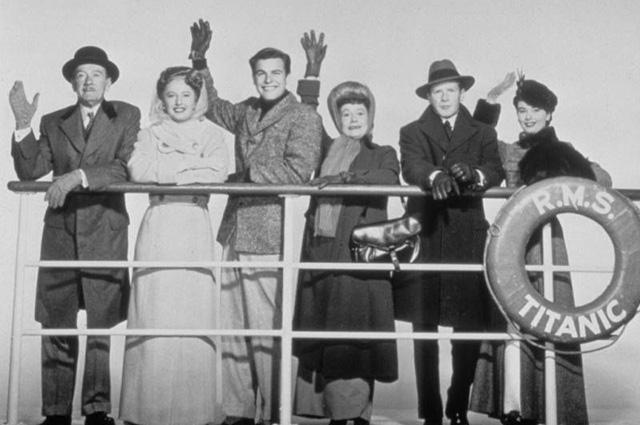 """Тельма Риттер (третья справа) в фильме """"Титаник"""" 1953 года"""