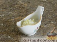 Фото приготовления рецепта: Салат с кальмарами и шампиньонами - шаг №9