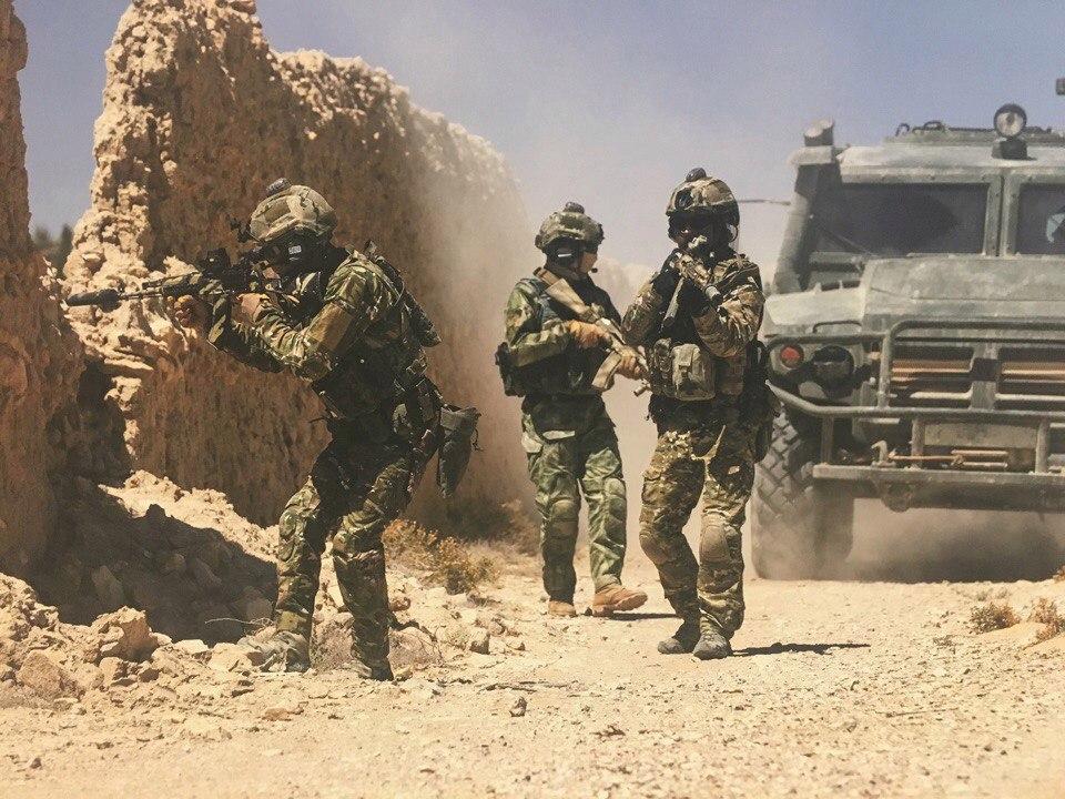 Фотографии наших элитных бойцов Сил Специальных Операций на подступах к Пальмире в Сирии.