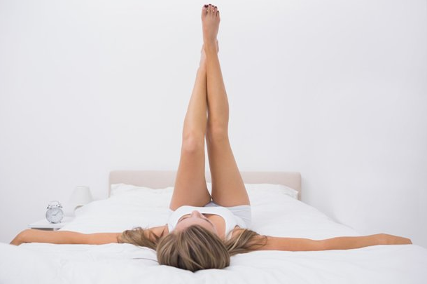 Как накачать живот, не вставая с постели