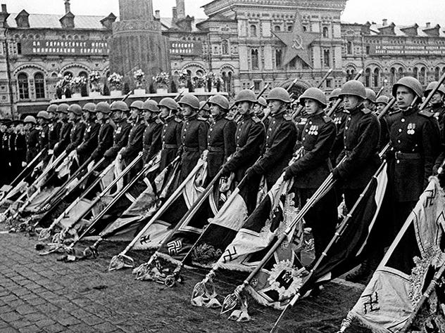 Суд Архангельска отменил штраф за публикацию в соцсети фото с Парада Победы 1945 года