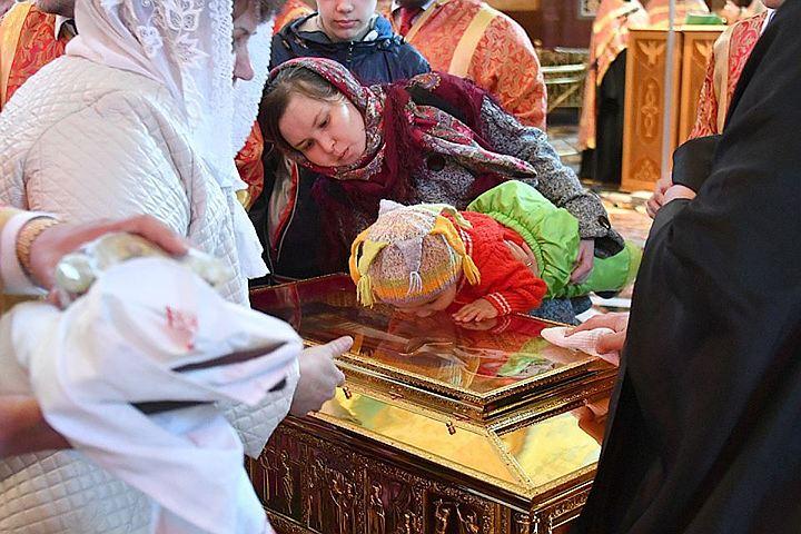 Мощам Николая Чудотворца в Москве поклонились уже более 80 тыс. человек