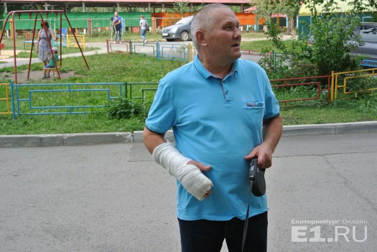 Мужчина сломал все пальцы, но спас малышку, упавшую с окна 8 этажа. Невероятный поступок!