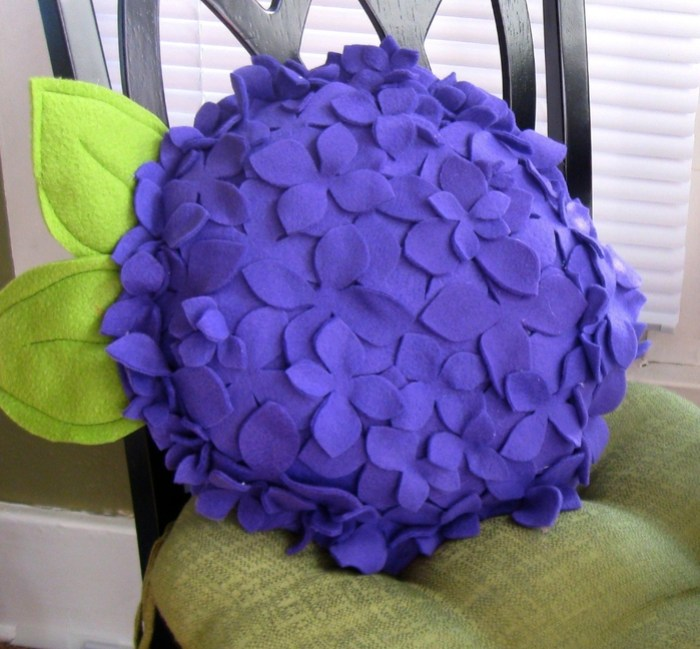 подушка цветок из фетра (6) (700x649, 347Kb)