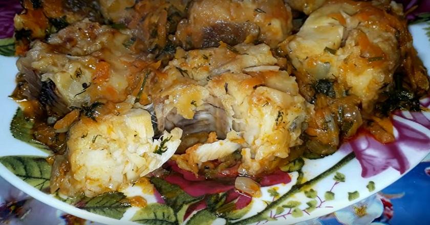 Хек в томатном соусе с овощами на сковороде: так рыбу мало кто готовит