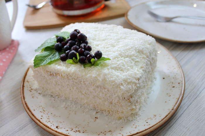 """Домашний торт """"Молочная девочка"""" со сметанным кремом. Еда, Торт, Десерт, Выпечка, Рецепт, Видео рецепт, Кулинария, Видео, Длиннопост"""