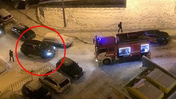 Девушка на Lexus не пропустила прибывших на пожар огнеборцев в Санкт-Петербурге