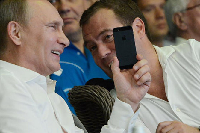 «Прожили без хамона – проживем и без айфона!» – возможный ответ Путина Штатам