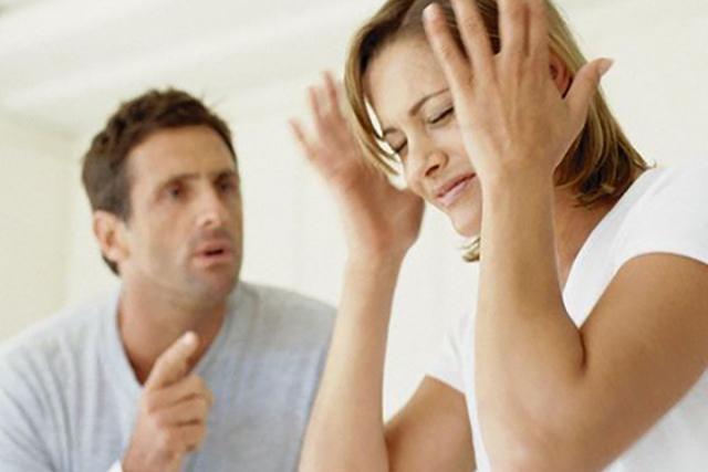 Муж устроил жене потрясающую истрерику с приступом ревности...