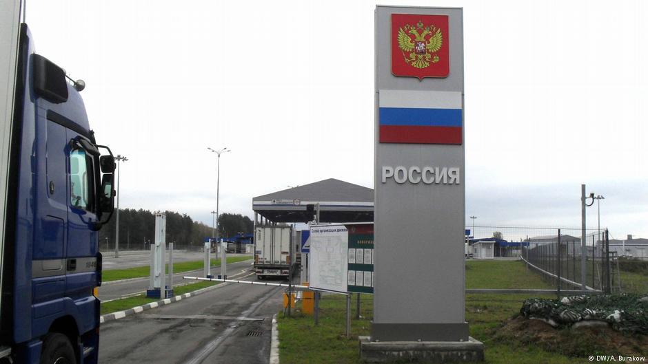 Россия активно отгораживается от Беларуси. На границе поставят шлагбаумы
