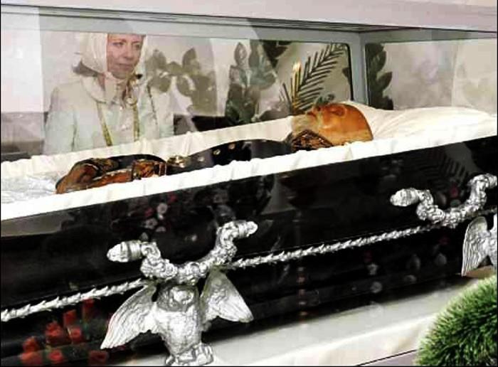 К мумии Пирогова люди приходят, как к святым мощам | Фото: to-world-travel.ru