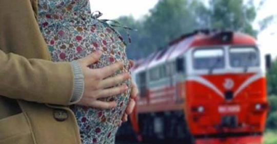 Я на вокзале уже третьи сутки, мне идти некуда