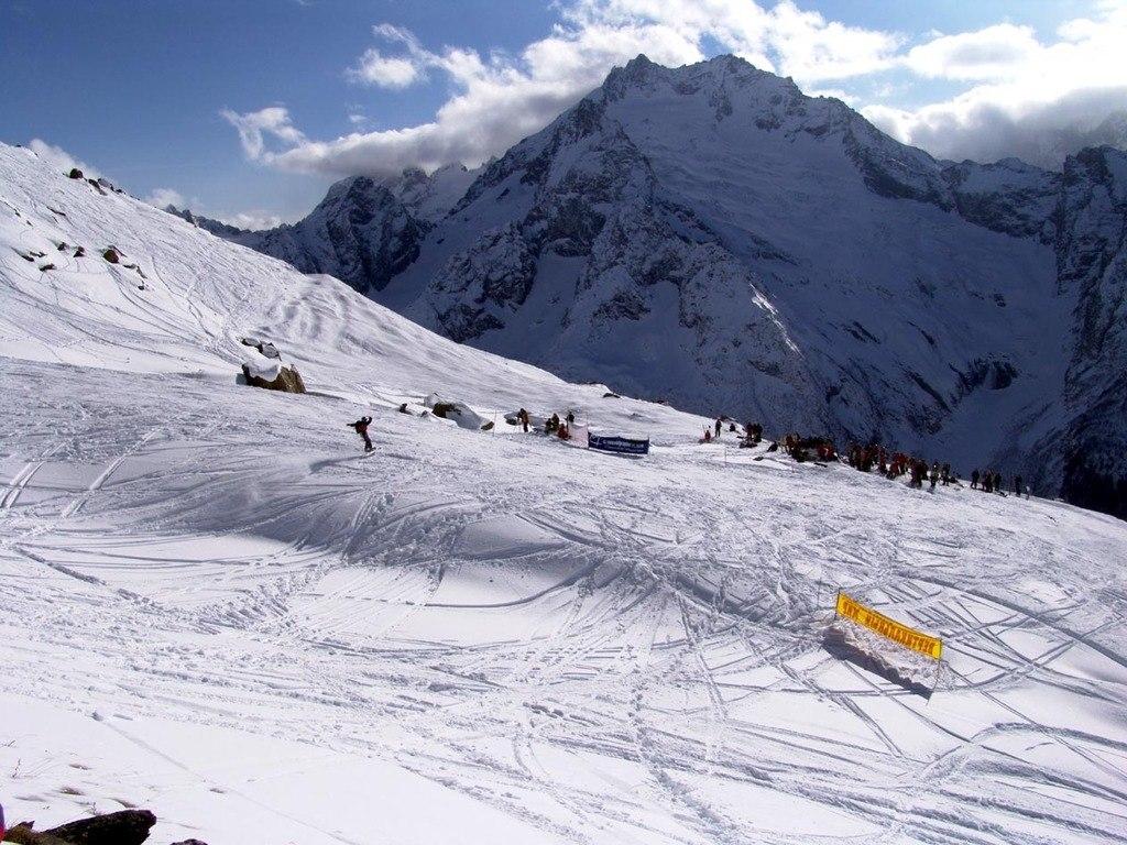 Домбай - привлекательное место зимнего горнолыжного отдыха российских туристов
