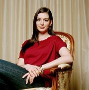 Энн Хэтэуэй(Anne Hathaway) в фотосессии Имонна МакКейба(Eamonn McCabe)