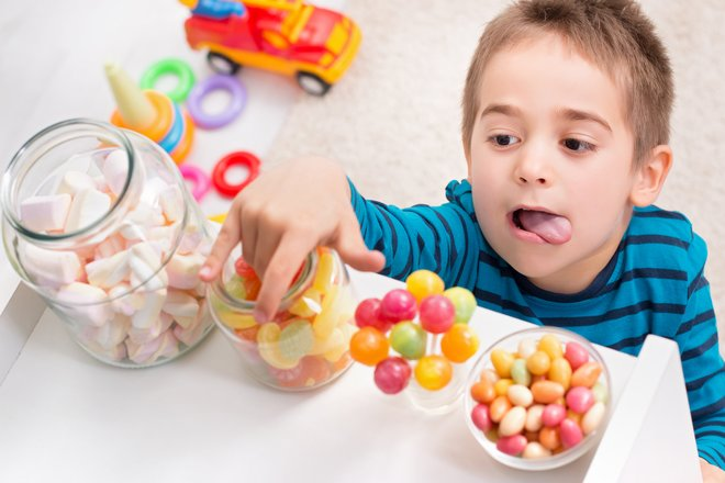 Доктор Комаровский рассказал, когда конфеты пойдут на пользу ребенку